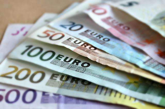 Iš kur geriausia skolintis, kai pritrūksta pinigų?