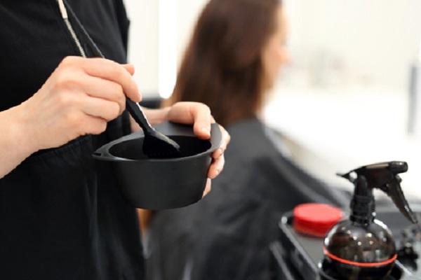 Plaukų dažai be amoniako, kada juos naudoti?